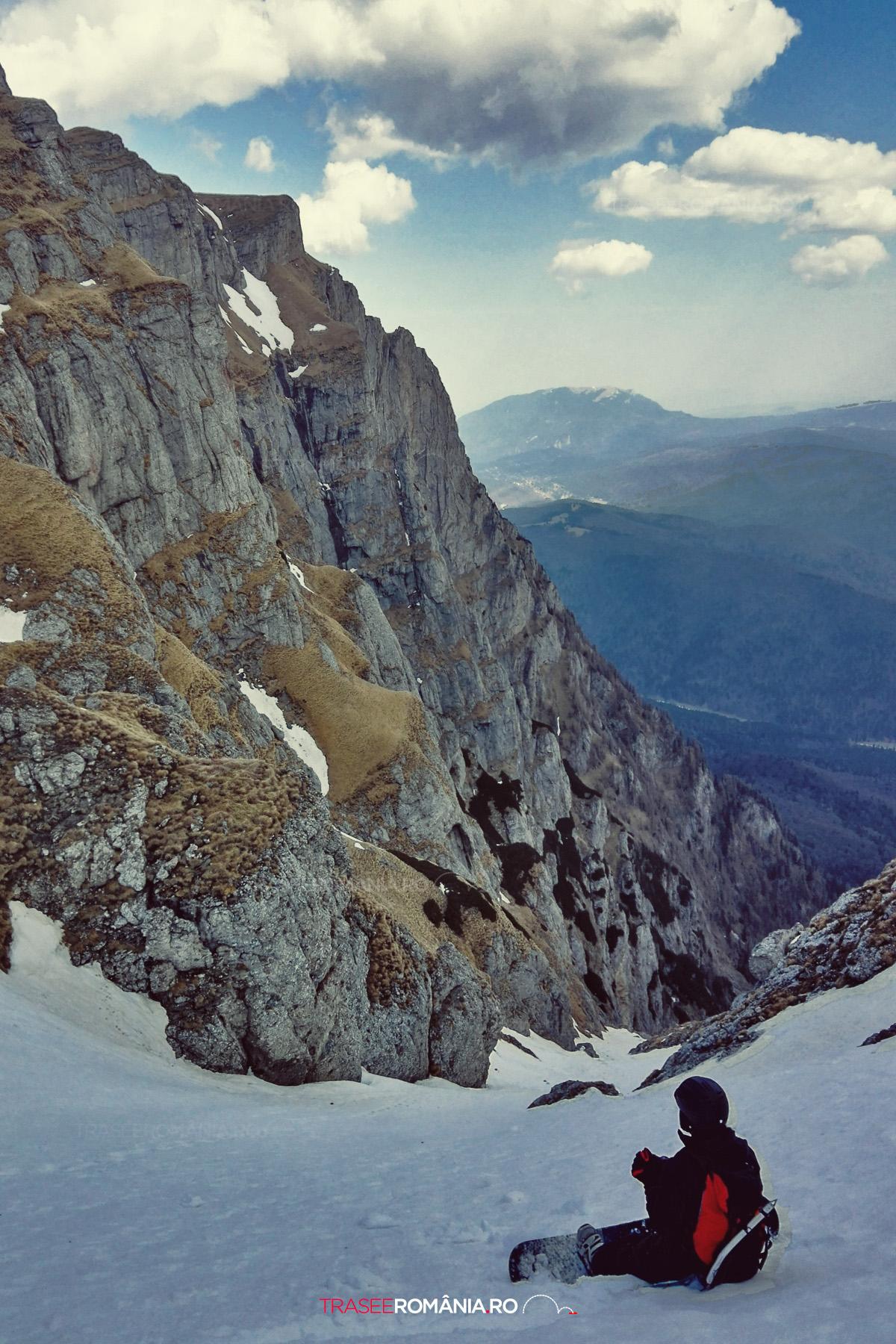 Snowboarding off piste pe Valea Alba - Muntii Bucegi
