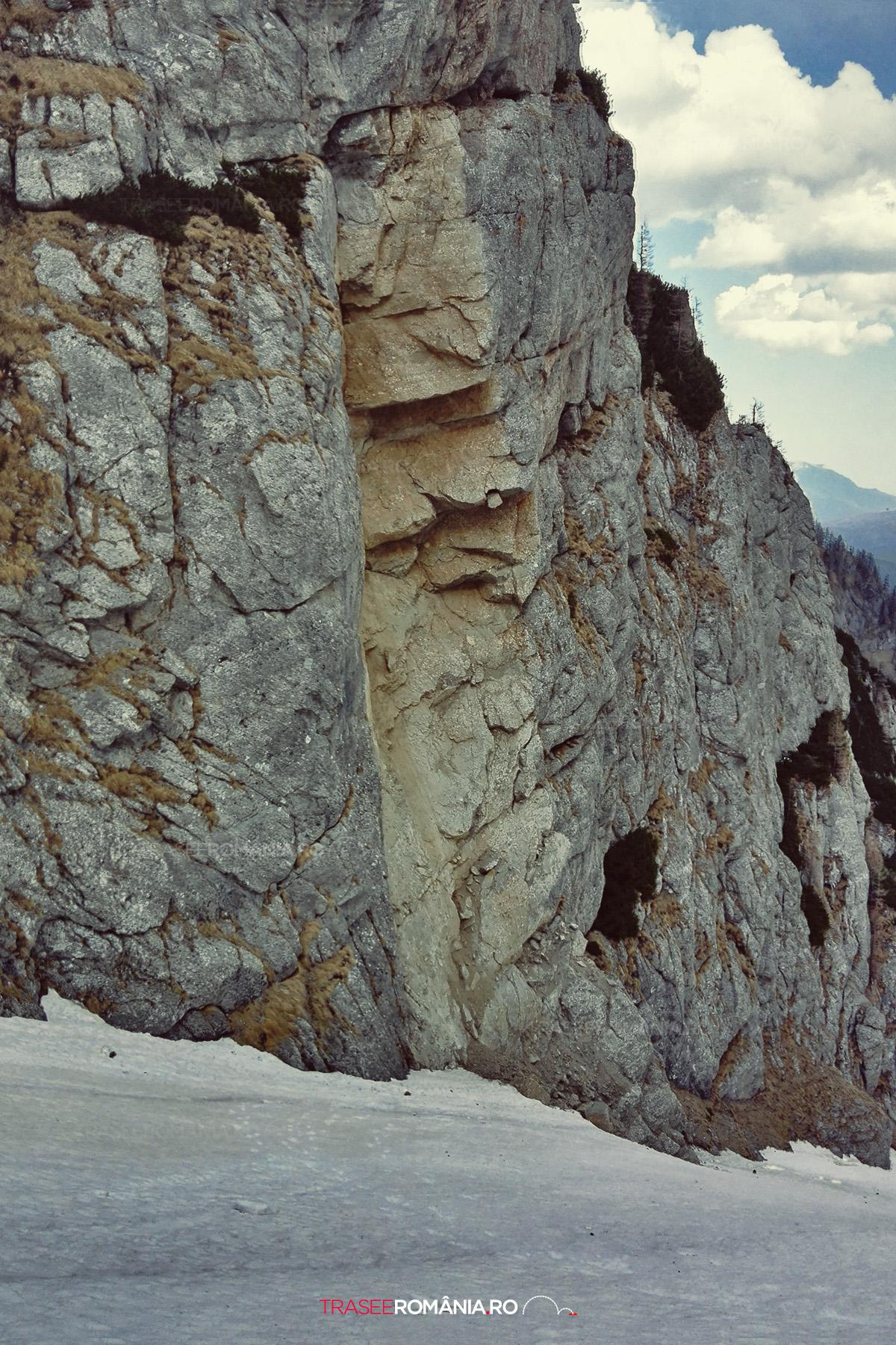 Cadere de pietre pe Valea Alba - Muntii Bucegi