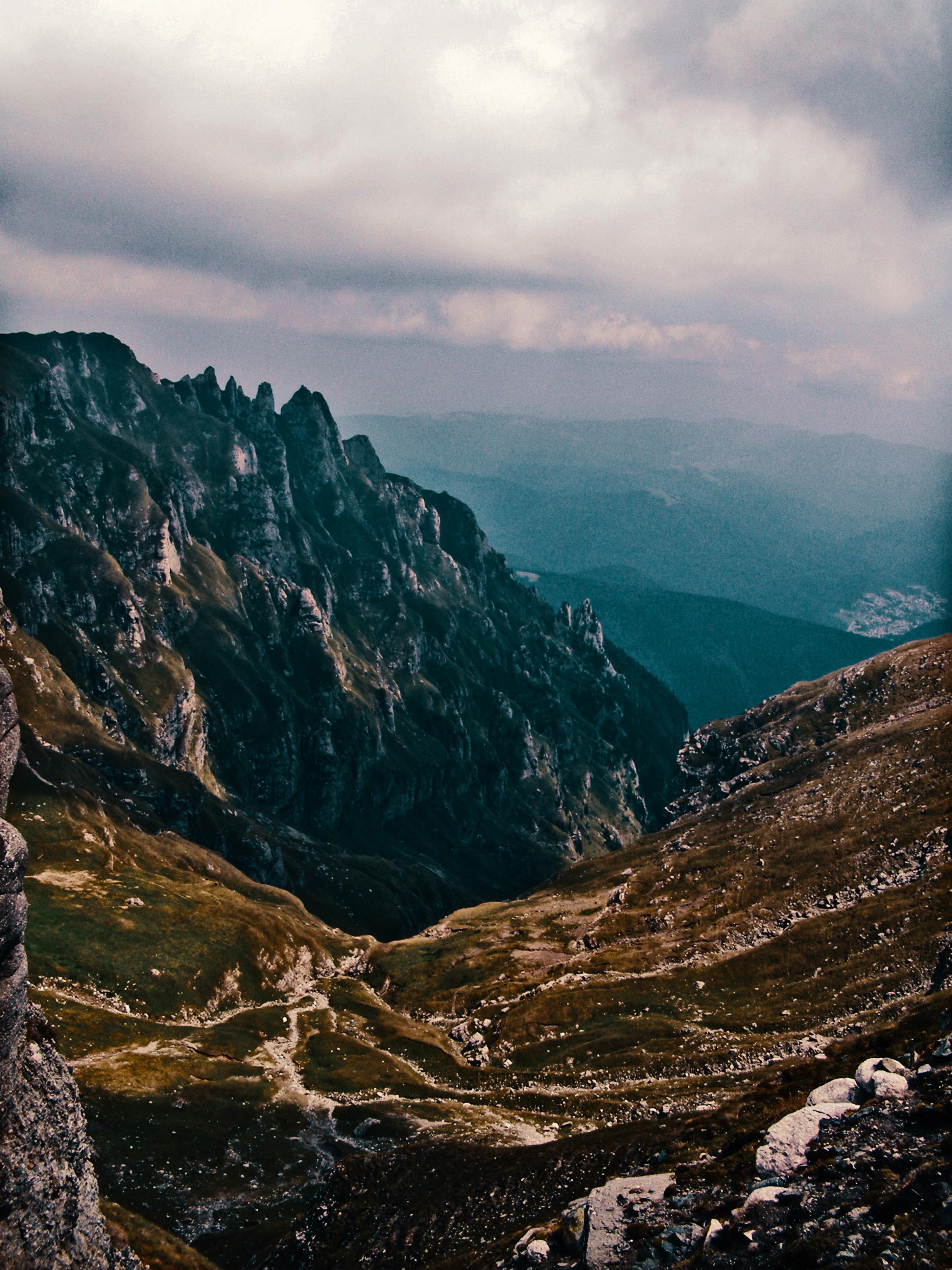 Valea Cerbului si Coltii Morarului
