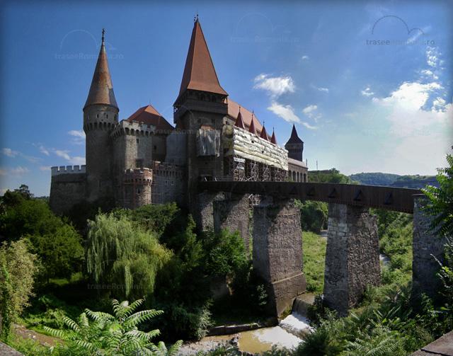 Cetatea Hunedoara, Cetatea Huniarzilor, Castelul Corvinestilor
