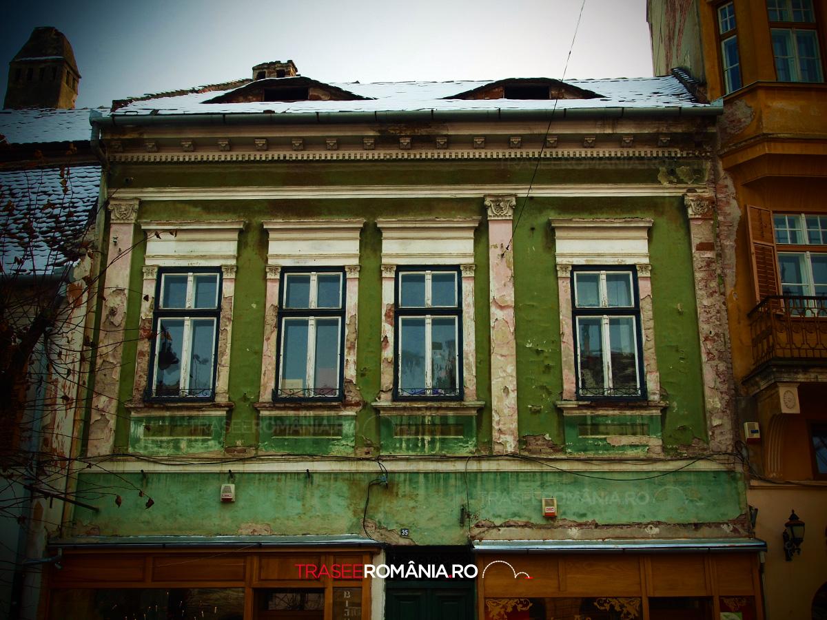 Fatada cladire veche din Sibiu