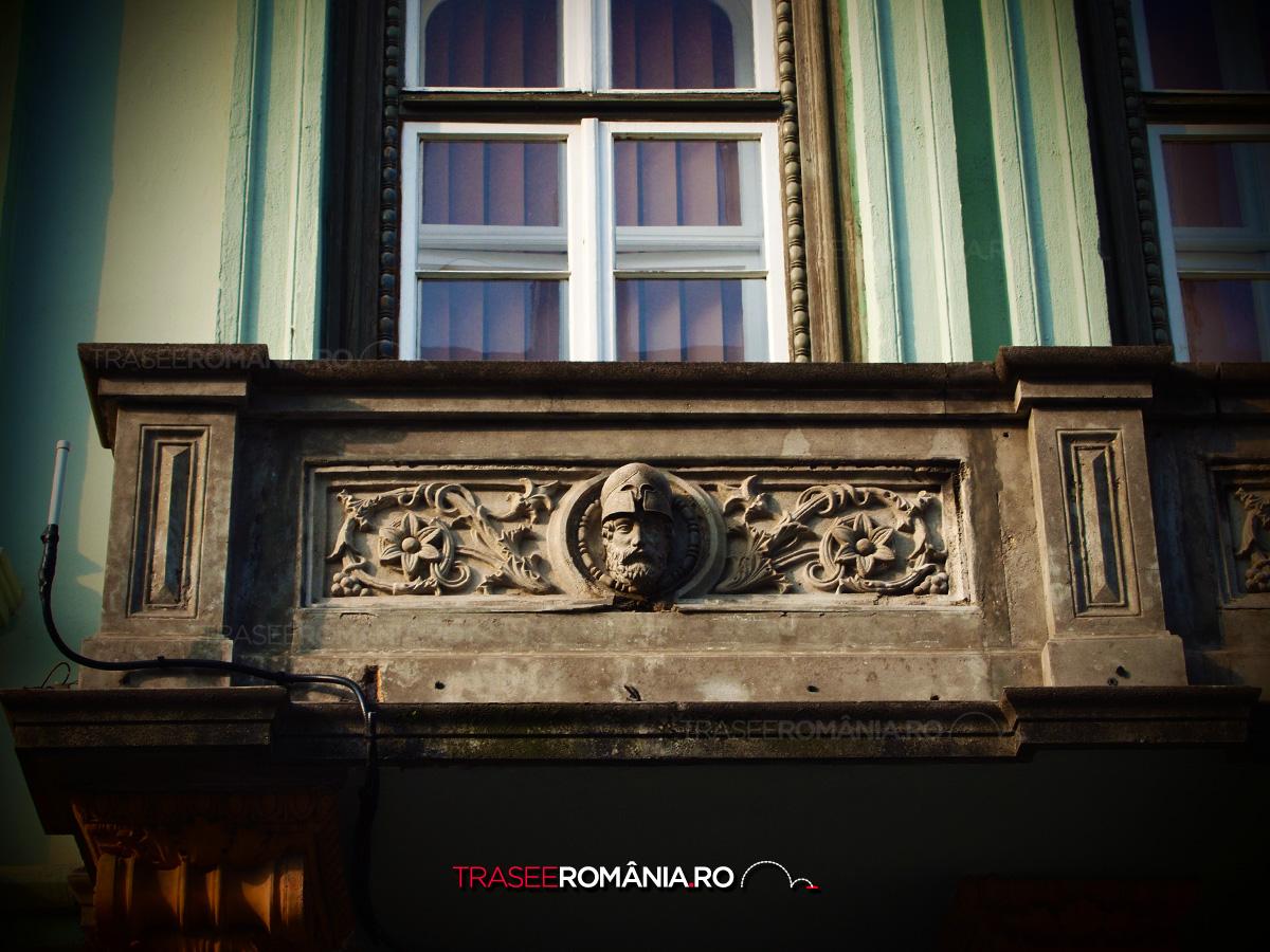 Balcon vechi cu stucatura din Sibiu