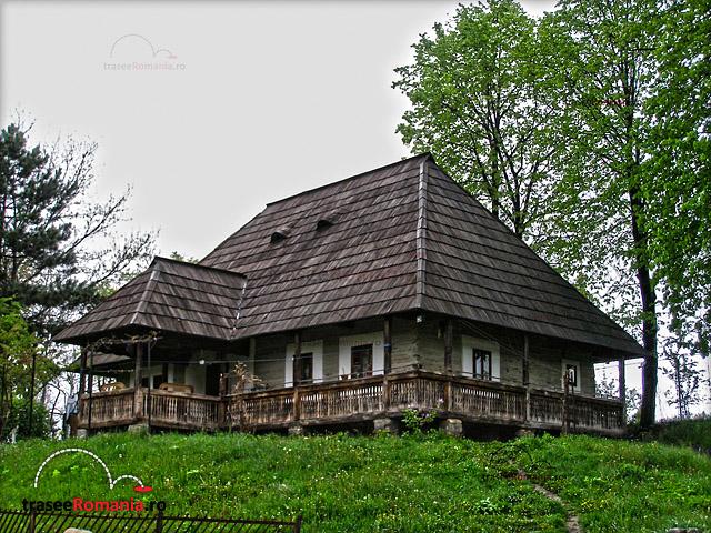 MUZEUL-SATULUI-BUCOVINEAN-SUCEAVA-1-Casa-Rosu