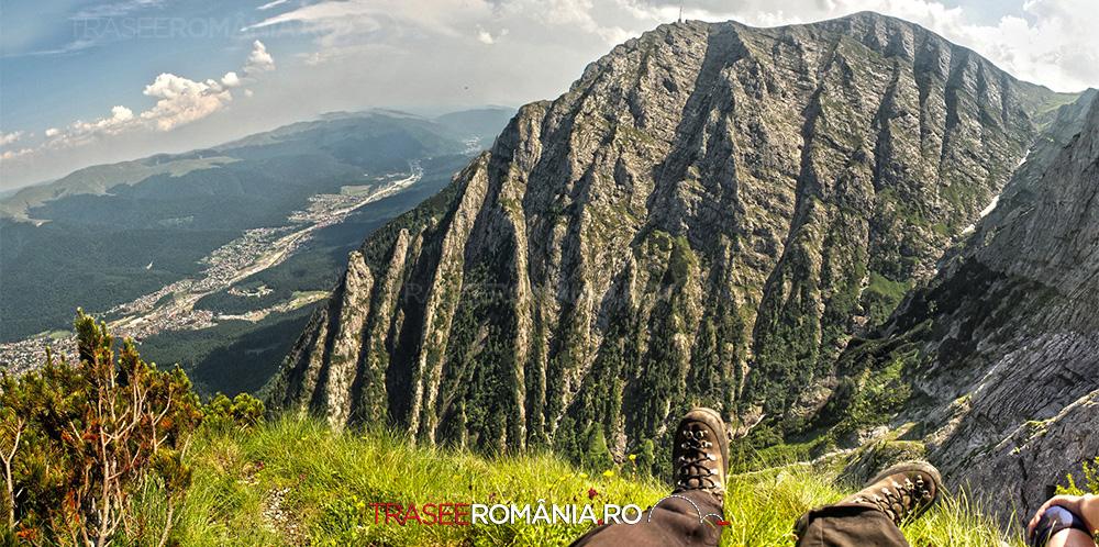 Privind spre Caraiman si Valea Alba - Muntii Bucegi