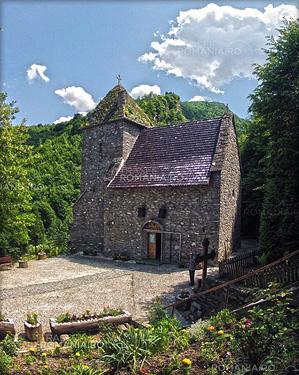 Biserica Colti si Cetatea Colt - Castelul din Carpati Jules Verne slide