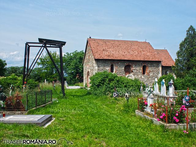 Biserica Medievala din Sanpetru