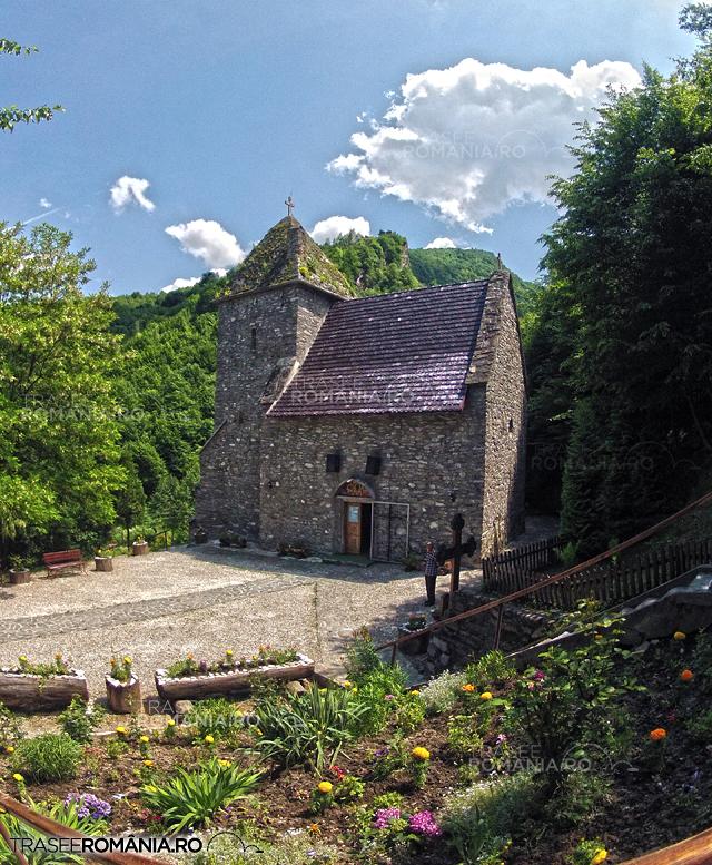 Biserica Colti si Cetatea Colt - Castelul din Carpati Jules Verne