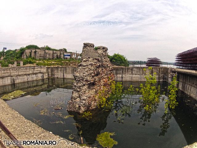 Podul lui Traian  construit de Apolodor din Damasc peste Dunare in Drobeta Turnu Severin