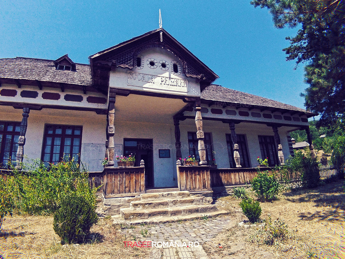 Viziteaza Muzeul Satului Vâlcean din comuna Bujoreni