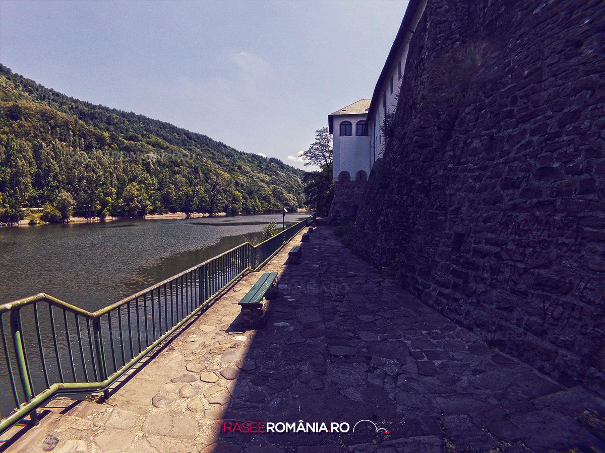Valea Oltului Manastirea Cozia