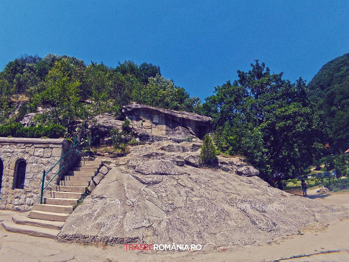 Chiliile rupestre de la Manastirea Turnu