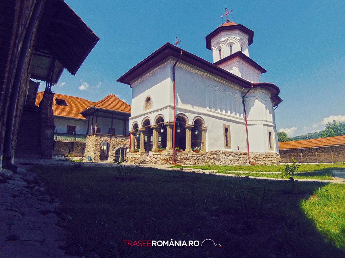 Manastirea Saracinesti Judetul Valcea