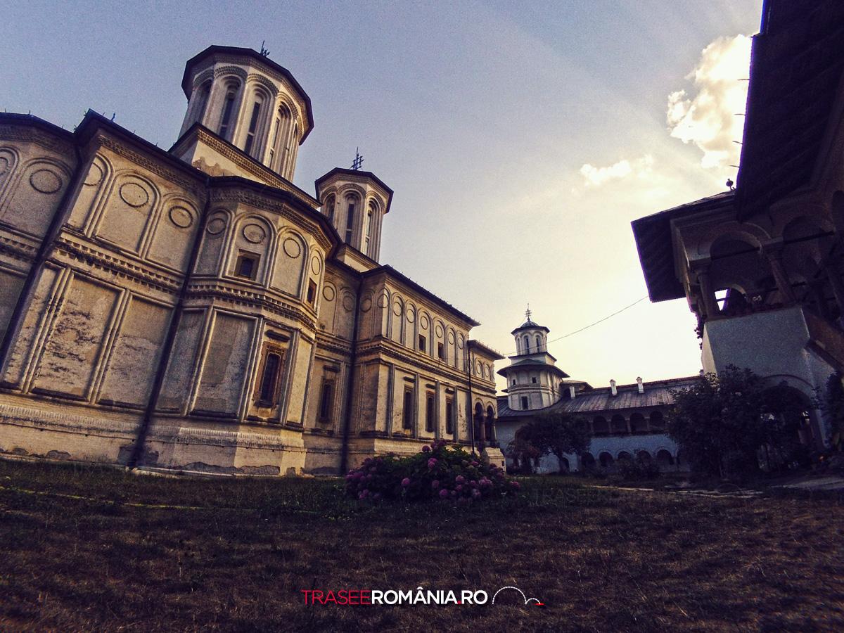 Viziteaza Manastirea Horezu