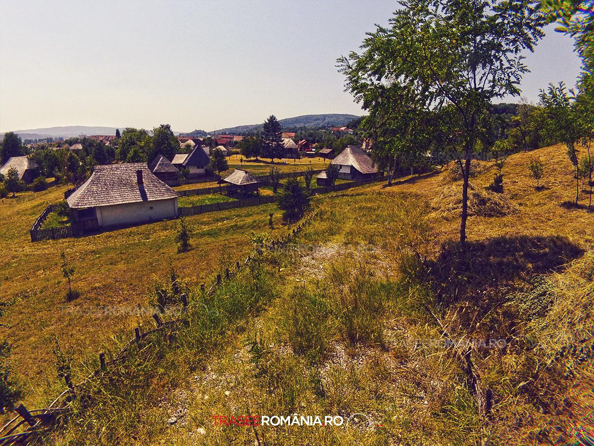 Viziteaza Muzeul Satului Vâlcean comuna Bujoreni
