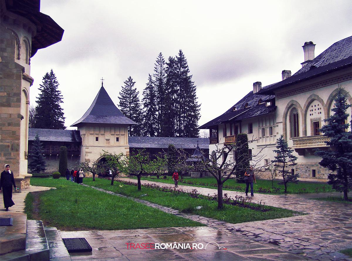 Manastirea Putna - traseu la manastirile din nordul moldovei